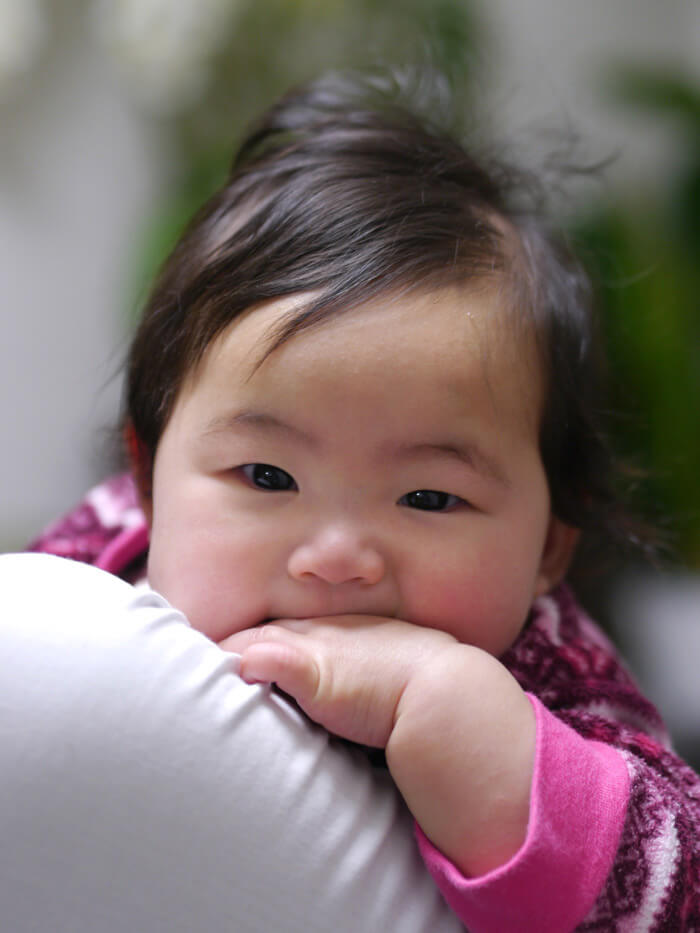 赤ちゃん背景ボケ写真