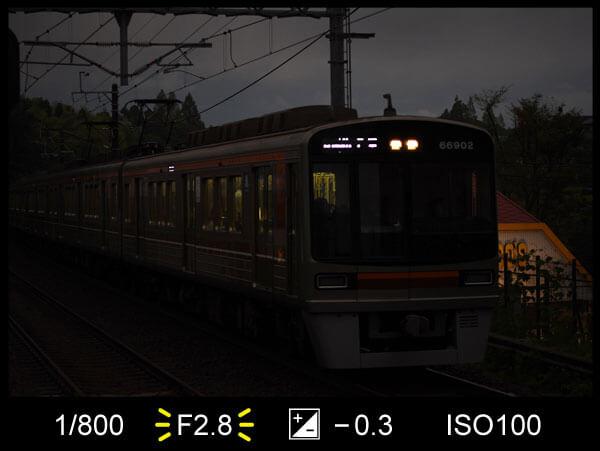 シャッター優先モードで暗く写った写真
