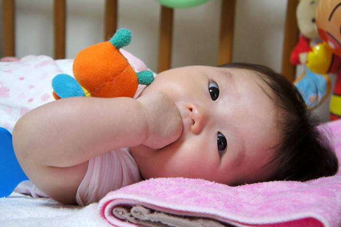 赤ちゃん写真室内一眼レフミラーレス