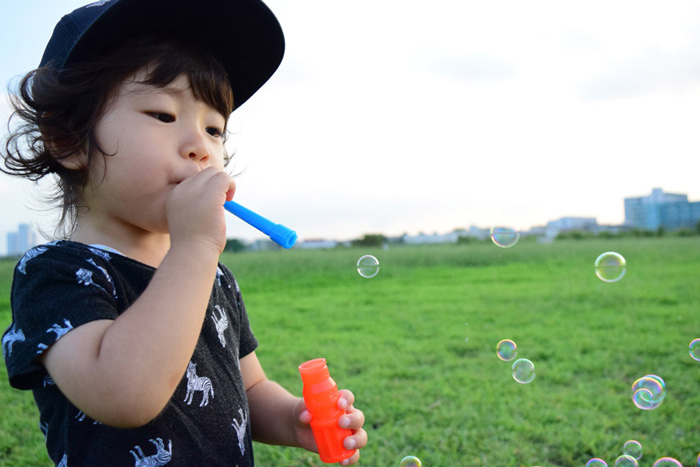 子供写真シャボン玉