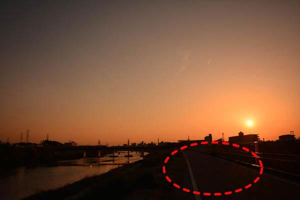 夕日黒つぶれ写真