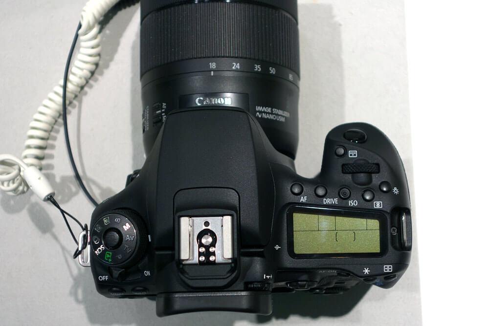 EOS 90D外観写真